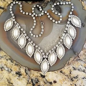 Matte silver leaf shaped rhinestone necklace GUC